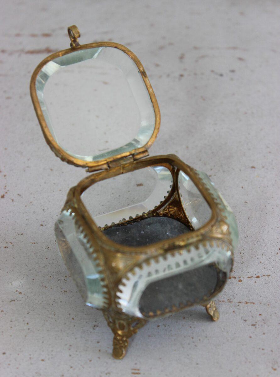 Fint gammelt Fransk smykkeskrin.