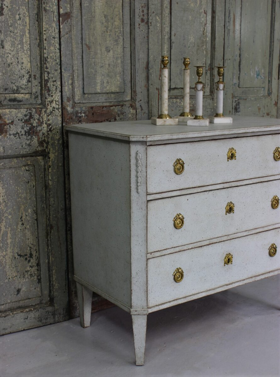 Nice Swedish light gray blue chest of drawers in Gustavian style from 1900.