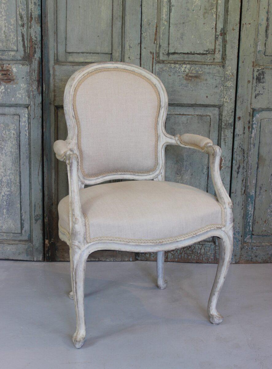 Fransk ny rokoko stol fra slutningen af 1800 tallet, ny ombetrukket med hør.